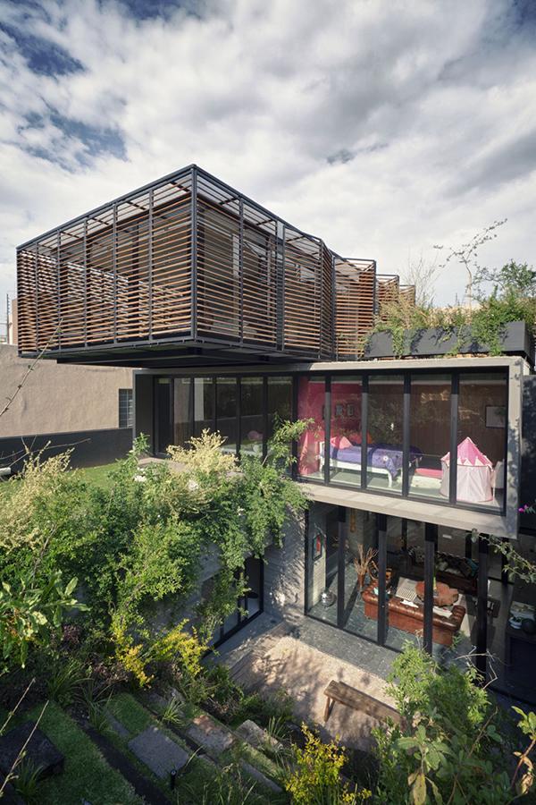 Thiết kế biệt thự hiện đại 3 tầng phủ cây xanh